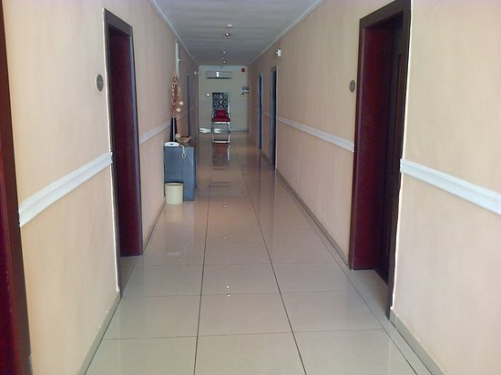 Aries Suites Hotel: block 2 hallway
