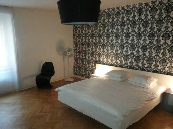 Prague Apartments U Kapra: camera da letto enorme con letto comodissimo a parte i piumini che erano singoli