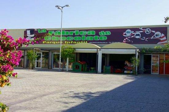 Exterior -La Fabrica de Chocolate- el mejor parque infantil de Mallorca Palma Llucmajor