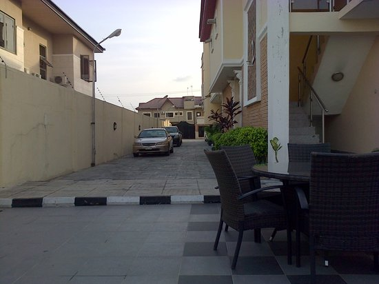 Aries Suites Hotel: Car park area 1