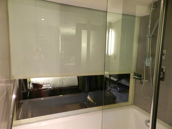 London City Suites By Montcalm: Bathroom