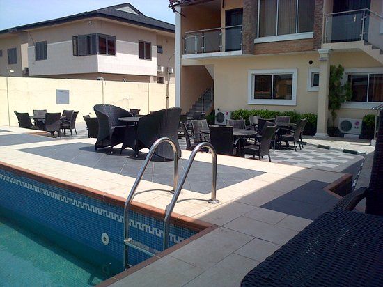 Aries Suites Hotel: By the poolside