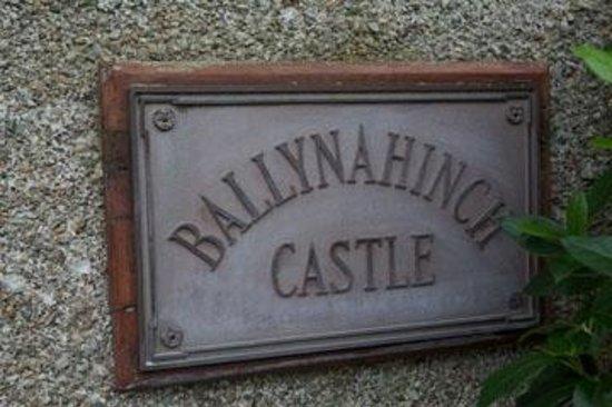 Ballynahinch Castle Hotel: Front door plaque