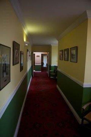 Ballynahinch Castle Hotel: Hallway