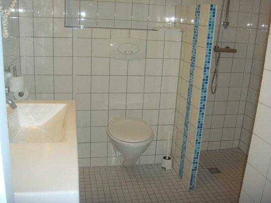 Rho Hotel: bagno