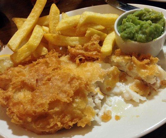 Fox Hall Inn: Fox hall fish and chip perfection.