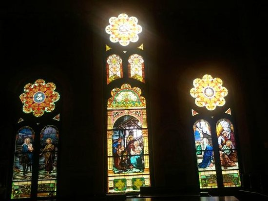 Sacred Heart Cultural Center: Nice Stained Glass