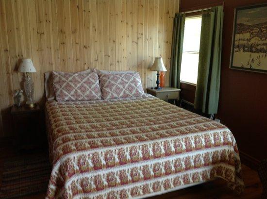 Valley Brook Cottages : Cabin 10 one room cabin