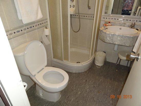 Hotel Puerta de Toledo: baño