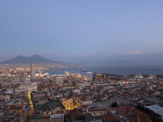 Hotel San Francesco al Monte: Blick Richtung Vesuv