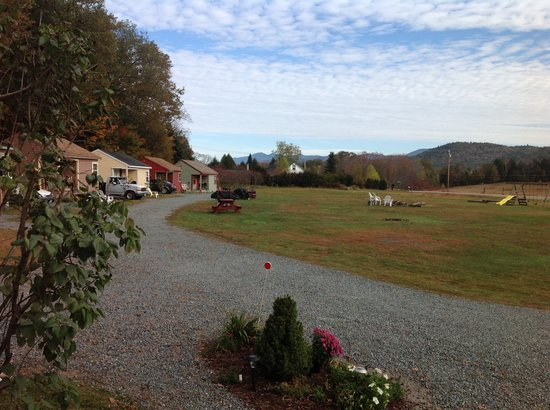 Valley Brook Cottages : Fall  colors