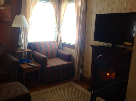 Valley Brook Cottages: Cabin 7 Electric fireplaces all cabins