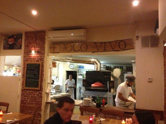 Pizzeria Fuoco Vivo: cucina a vista