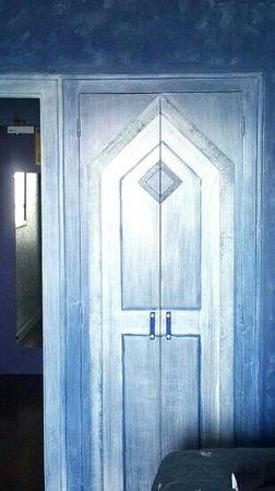 Hotel Le Christina: Porte décorative de le penderie