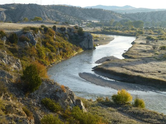 Missouri Headwaters State Park: The Gallatin River just before meeting Missouri