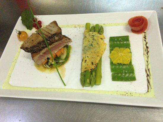 Trattoria Trinacria: Thunfisch Sashimi an Wasabi Ingwer Linien