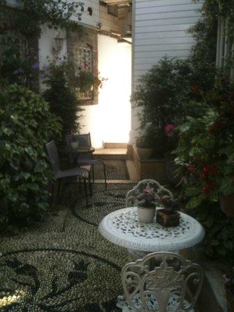 Erten Konak: Garden area