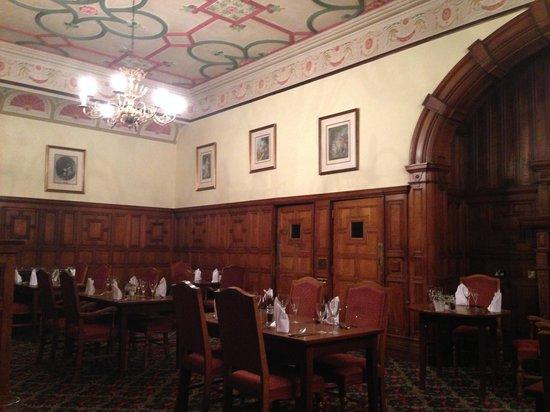 Mercure Burton Upon Trent Newton Park: traditional dining room