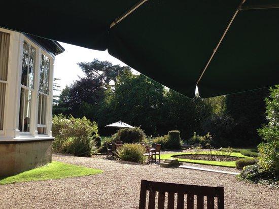 Mercure Burton Upon Trent Newton Park: outside seating