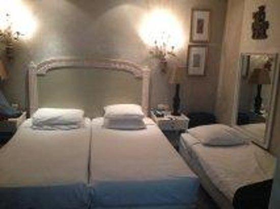Hotel Chateaubriand : la chambre triple a 400 euros