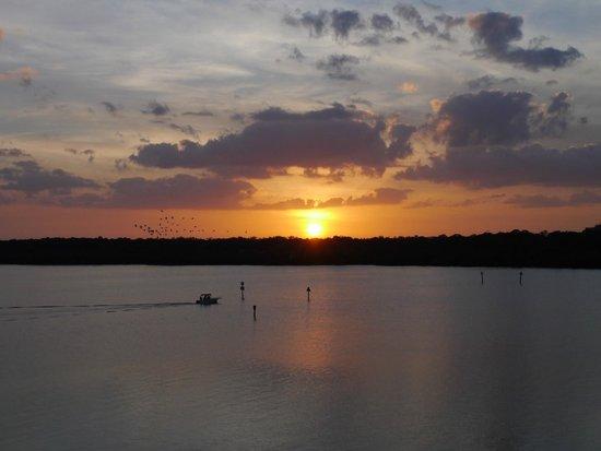 Boca Ciega Resort & Marina: Sunset from balcony