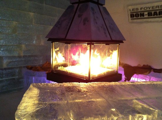 Hotel de Glace: fire area near the bar !