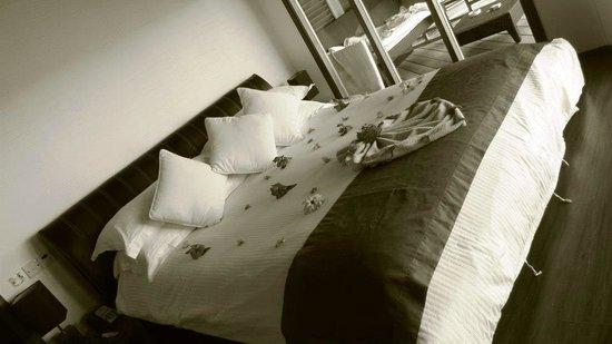 Kuramathi Island Resort: Lit villa piloti jacuzzi