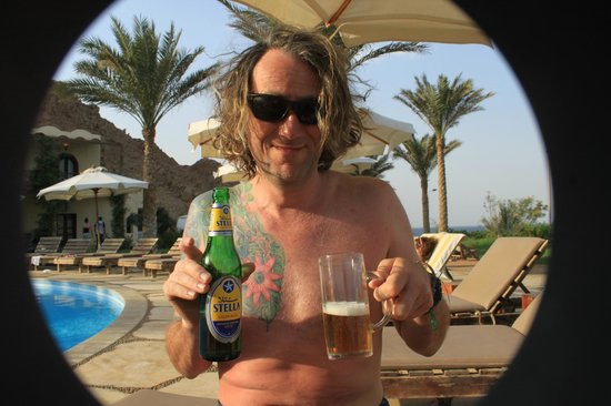 Dahab Paradise: Beer by the pool