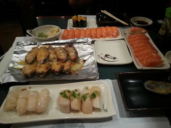 Sushi Mon: muscles, Salmon, Super white Tuna, Halibut, Uni=nice start