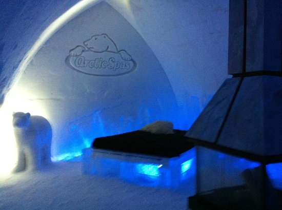 Hotel de Glace: themed room with jacuzzi