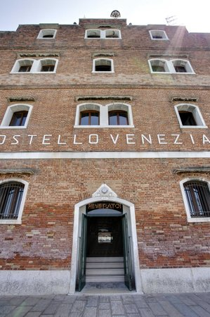 Generator Hostel Venice: Hostel Exterior