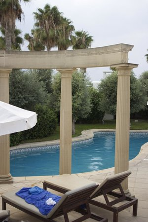 The Annabelle : close up of small pool area.
