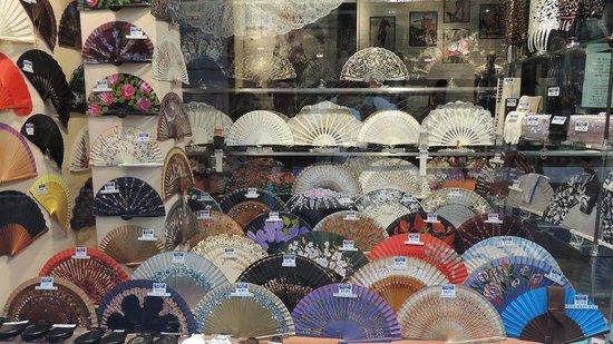 Calle Sierpes: negozio artigianale di ventagli