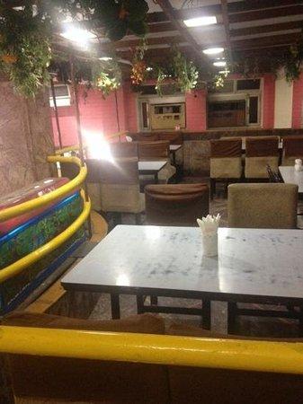 Chotiwala: зал на 2 этаже