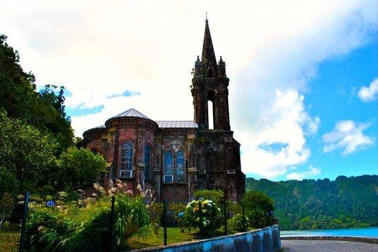 Quinta da Mo : Gothic church on Lagoa das Furnas. Make sure to learn the history about this church.