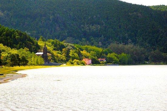 Quinta da Mo: 5 minute walk and you are at Lagoa das Furnas.