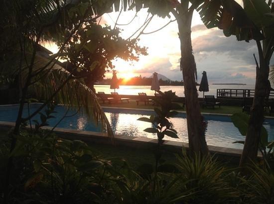 Cocotinos Manado: sunset over cocotinos indonesia