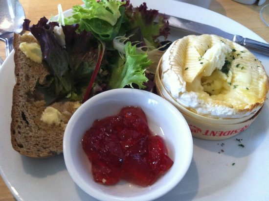 River Green Cafe: Baked Camembert