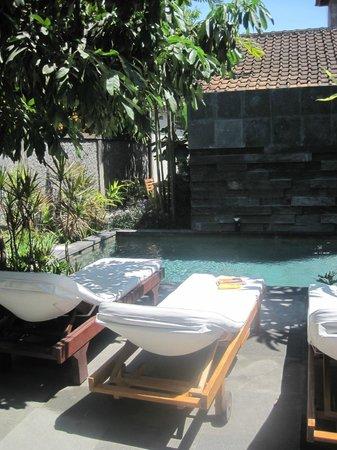 Semarandana: Kleiner Pool