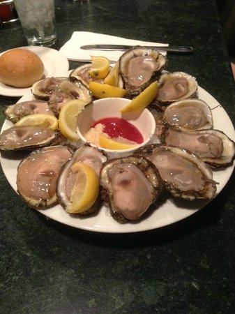 Oyster Bar at Palace Station: Oysters