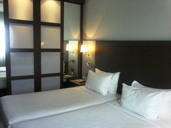 AC Hotel Gijón: Cómoda habitación