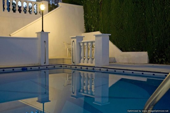 Villa Casablanca: Pool at night