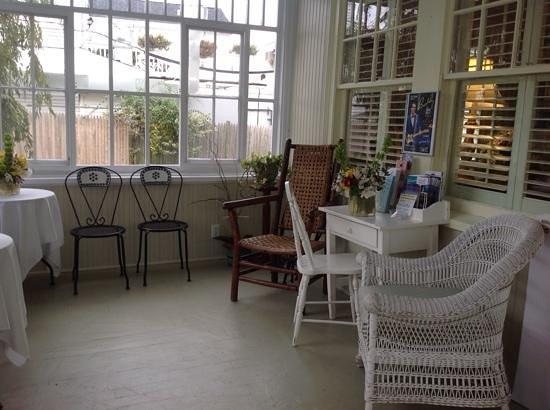 Inn on Shore Road: Sun room