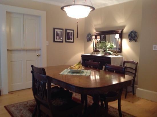 Inn on Shore Road: Breakfast room