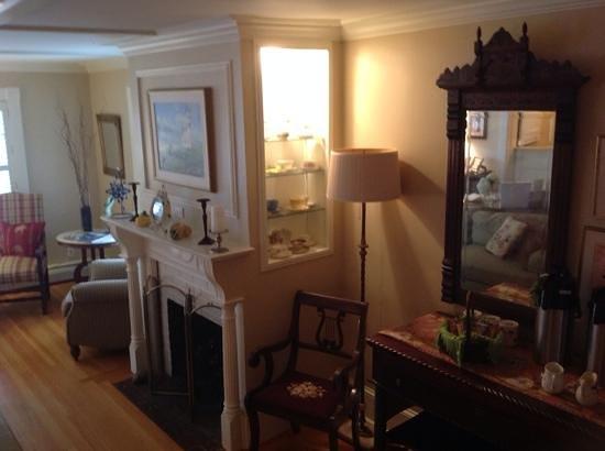 Inn on Shore Road: Living room