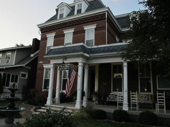 Market Street Inn: pretty house