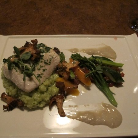 Little Louis' Oyster Bar: Olive oil poached halibut