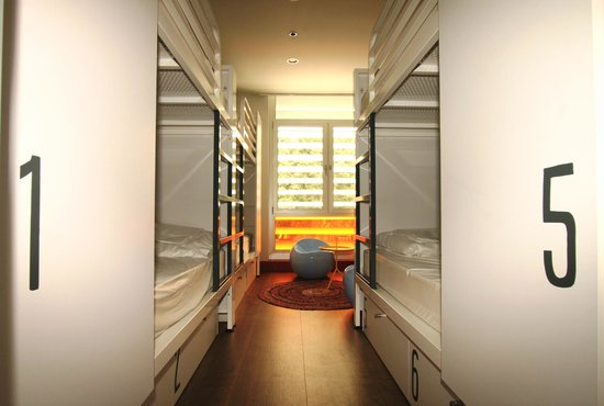 dorm room picture of generator hostel barcelona. Black Bedroom Furniture Sets. Home Design Ideas
