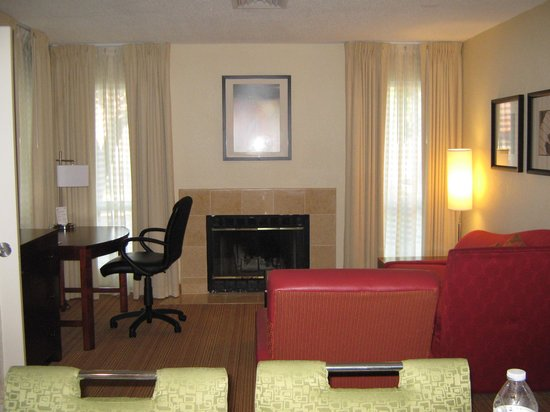 Residence Inn Nashville Brentwood : Living room area