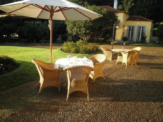 Casa Velha do Palheiro: Frühstück im Garten